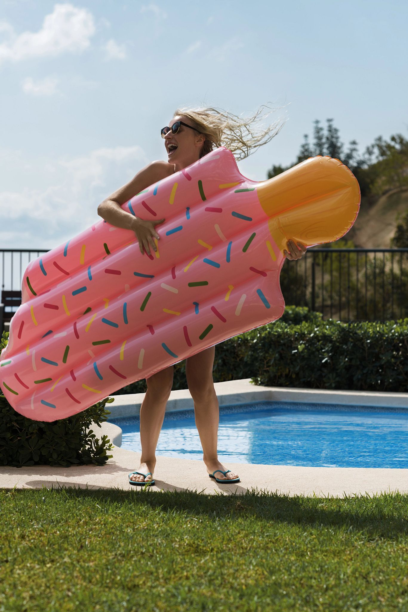 si-woman-with-popsicle-float-stocksy_txp3bad74bechk200_originaldelivery_1485342-r1.jpg